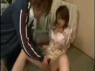 手マン無料熟女動画。       手マンされただけなのに止めどなくマン汁が溢れてくる敏感な奥さん