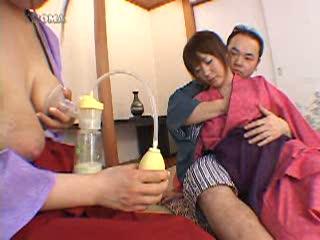 【3p母乳セックス動画】二人の若い仲居さんが母乳を使って接待!母乳でお酌や3p母乳セックス動画で濃密SEXまで!