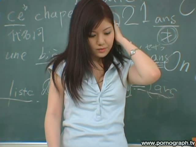 【南つかさ】無意識に生徒の股間を刺激する巨乳女教師。実際とんだ淫乱女だったw