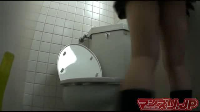 【盗撮オナニー】トイレでのお漏らしオナニーを盗撮された女子校生: